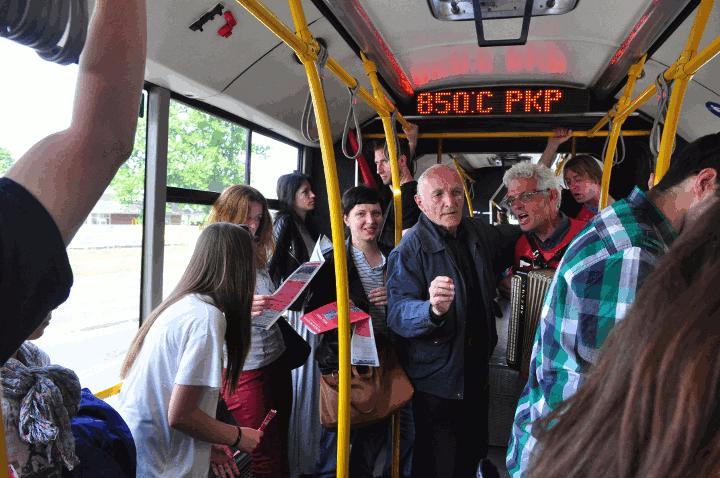 Singen im Bus