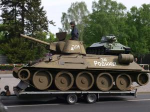Und die Waffe des Siegs über den deutschen Faschismus – der sowjetische T34-Panzer