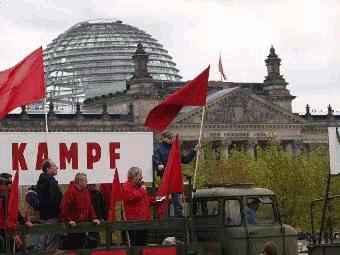 Arbeiter vor dem Reichstag
