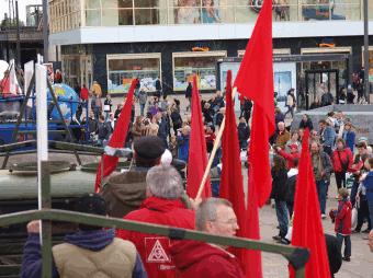 Arbeiterwagen und Publikum