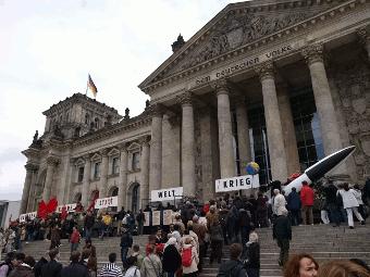 Zug am Reichstag