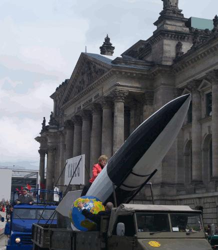 Merkel vor dem Reichstag