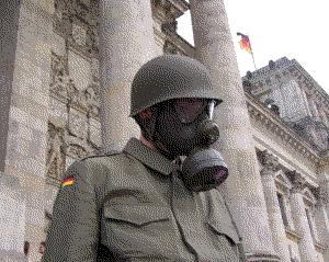 Soldat vor dem Reichstag